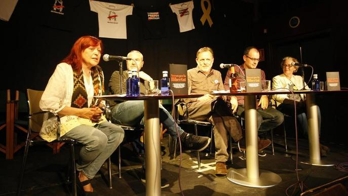 Presenten 'Versos per la llibertat' al Cafè del Teatre