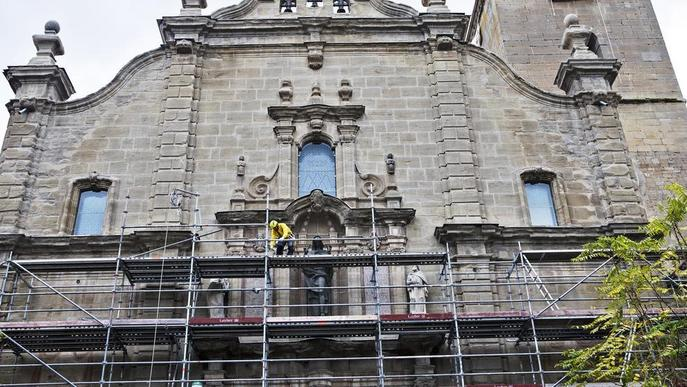 Culminen els treballs de recuperació de la façana de la col·legiata de Guissona