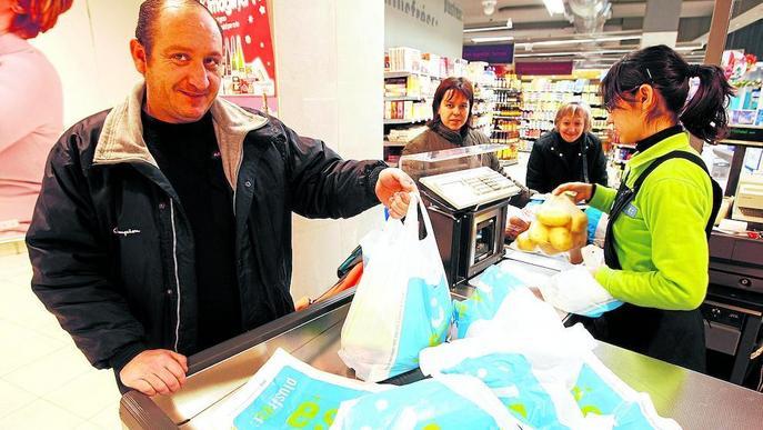 La Seu, primer municipi sense bosses de plàstic en comerços