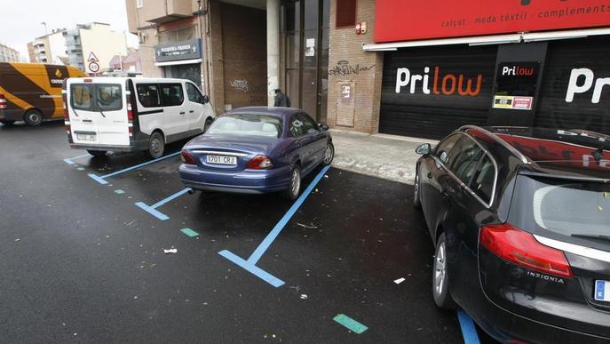 Pinten aparcaments de zona blava massa estrets a Pardinyes