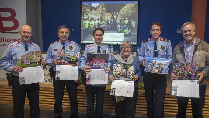 Els Mossos presenten el seu calendari solidari