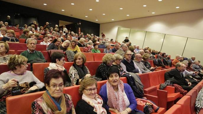 Tradicional torronada dels jubilats a la Llotja de Lleida