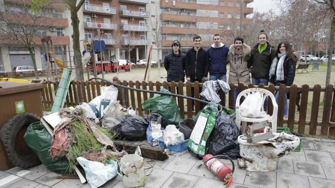 Una ONG recull 200 quilos de residus a la Mitjana