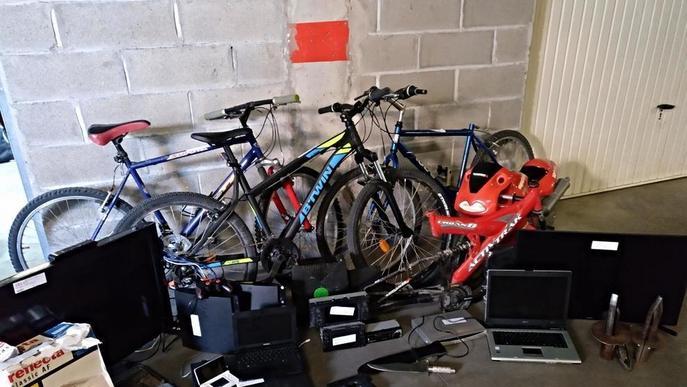 Presó per vuit robatoris amb força en pàrquings, un pis i dos cotxes