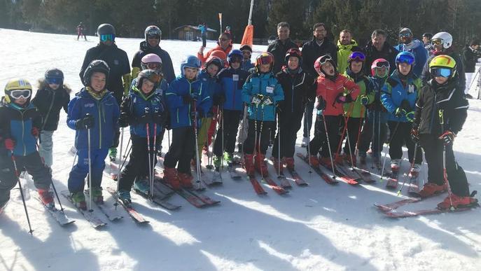 Mil alumnes aprenen a esquiar a les estacions de Lleida