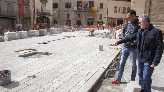 Ajornat el debat de la creu de la plaça Major de Tàrrega