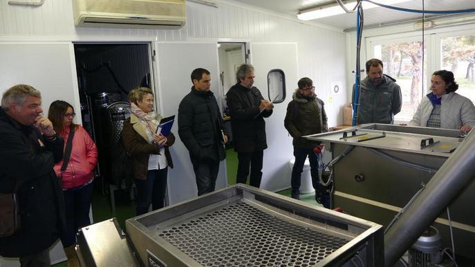 Experts en l'oli visiten molins de l'Urgell i les Garrigues
