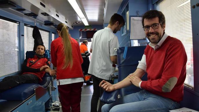 Els Bombers acompanyen els veïns de la Seu a donar sang