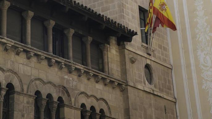 Els Mossos retiren els llaços del despatx de la Crida a la Paeria