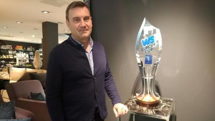 Lleida ja exhibeix la copa que guanyarà el campió de la Europe Cup