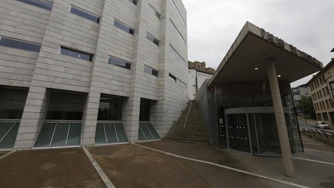Una jove accepta 4,5 anys de presó per apunyalar dos noies a Cappont