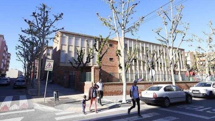 Els veïns demanen destinar el col·legi Balàfia a llar de jubilats, teatre o local per a joves