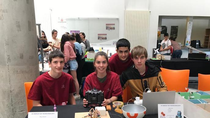 Alumnes de Secundària dissenyen robots i minicases intel·ligents