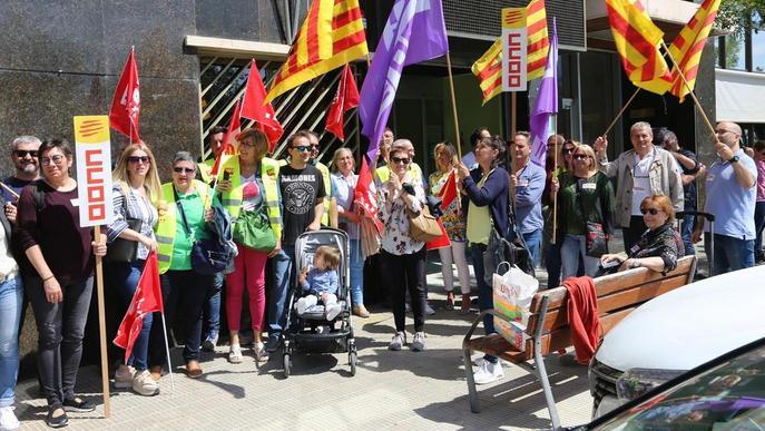 Protesta pel bloqueig del conveni d'empleats socials