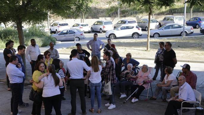 Protesta a la Mariola per un avís de tall d'aigua