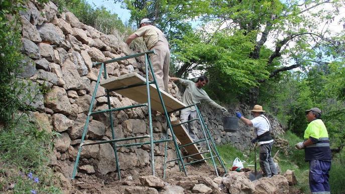 Restauren murs al Pallars amb la tècnica de la pedra seca