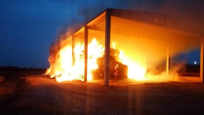 Sufoquen incendis en pallers de Preixens i Cabó