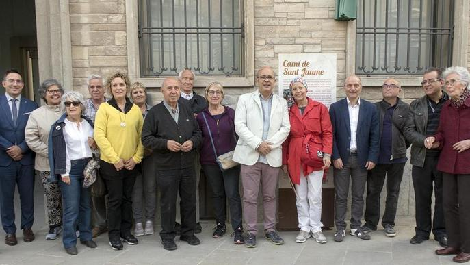 Cervera inaugura la placa que dedica un carrer a la fundadora