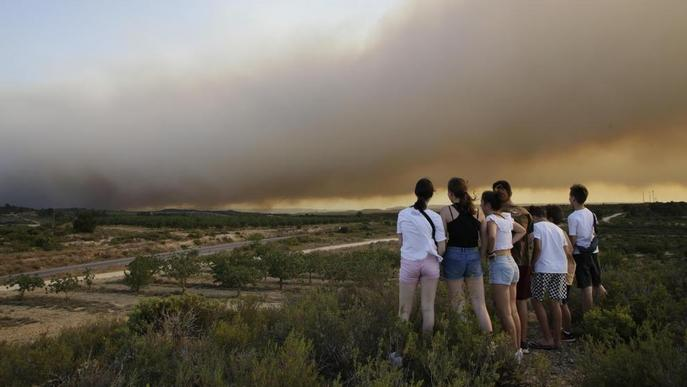 Desallotjades masies de Maials, Llardecans i Bovera per l'incendi de la Ribera d'Ebre
