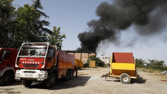 Un incendi calcina una nau amb 6.000 quilos de sofre a Raimat