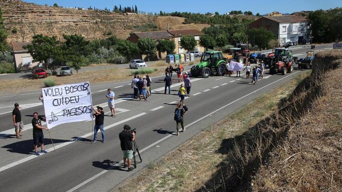 Els afectats pel foc de l'Ebre mantenen les protestes