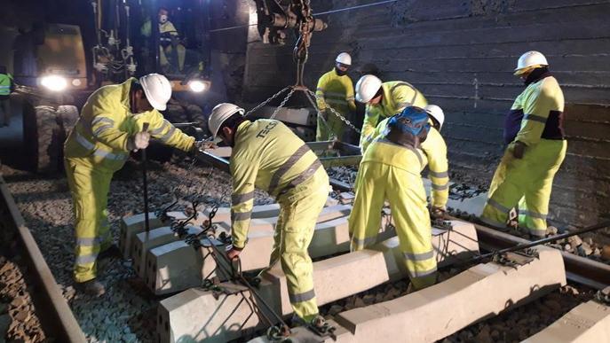 Ferrocarrils renova per 2,8 milions cinc túnels de la línia de la Pobla