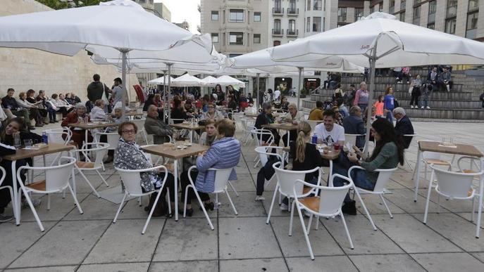El Govern exigeix ara a bars amb terrassa el pagament d'un impost