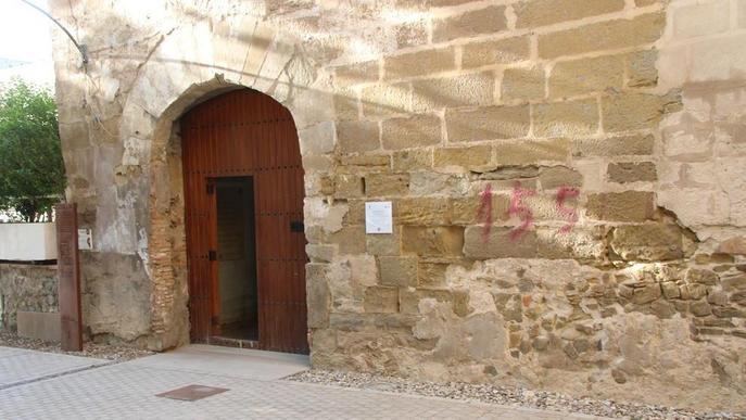 Pintada a favor del 155 en un edifici històric de Balaguer