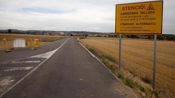 La carretera de Gramuntell, tallada per obres de millora