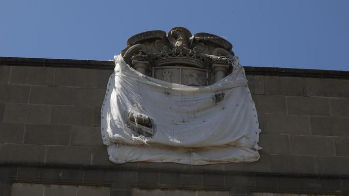 La Paeria anuncia que retirarà l'escut franquista de Gardeny
