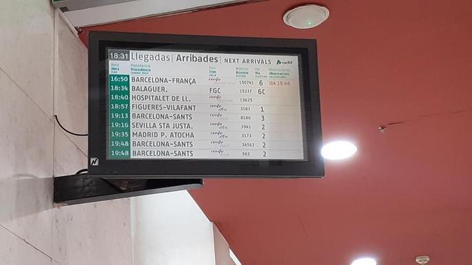 Retards de fins a gairebé dos hores per una avaria en 12 trens de Lleida