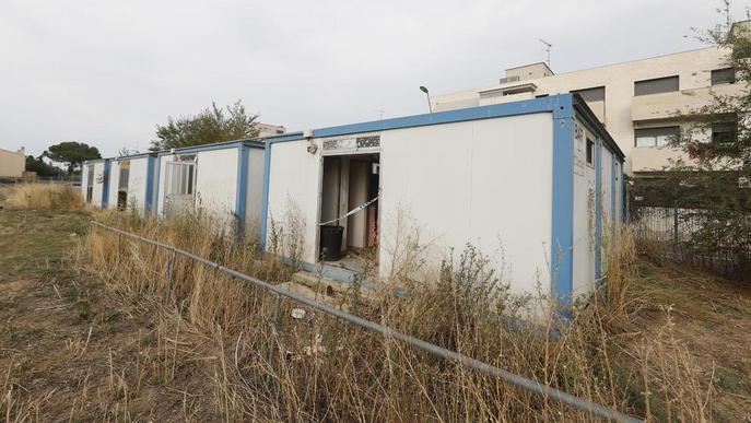 Ciutat Jardí insta a retirar els barracons del camp de futbol