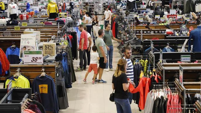 Grans superfícies i botigues de l'Eix, obertes