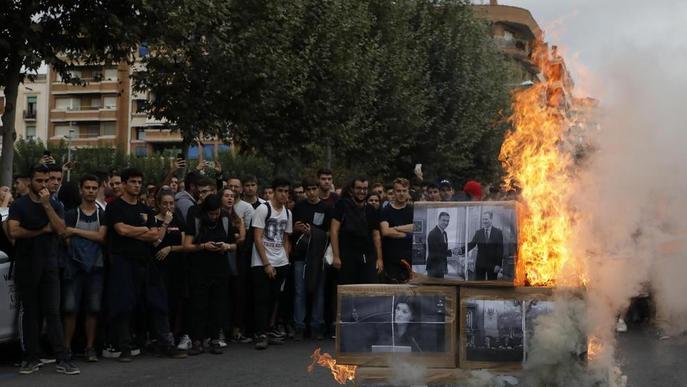 #SentènciaProcés: Els estudiants mostren la seua indignació passant la nit al Rectorat de la UdL