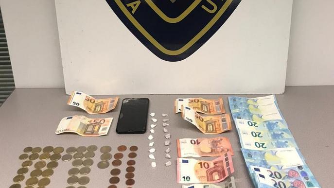 Detingut per un 'laboratori' de marihuana en un edifici de Lleida