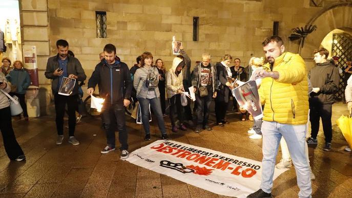 La protesta sobiranista a Lleida acaba amb la crema de fotos del rei
