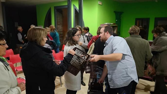 El consell reparteix 7.000 cubells i bosses compostables per a l'orgànica