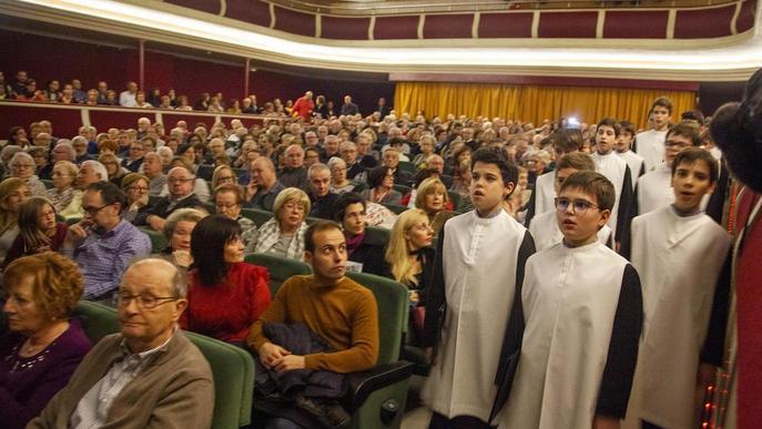 L'Escolania de Montserrat omple el teatre de Tàrrega