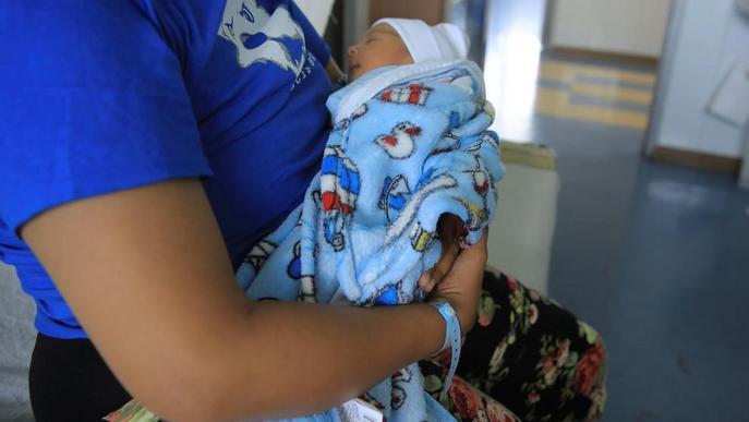 L'Arnau es planteja que els nadons ingressats dormin amb les mares