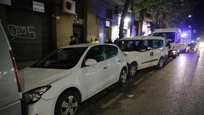 Un camió col·lideix contra deu cotxes a Pardinyes