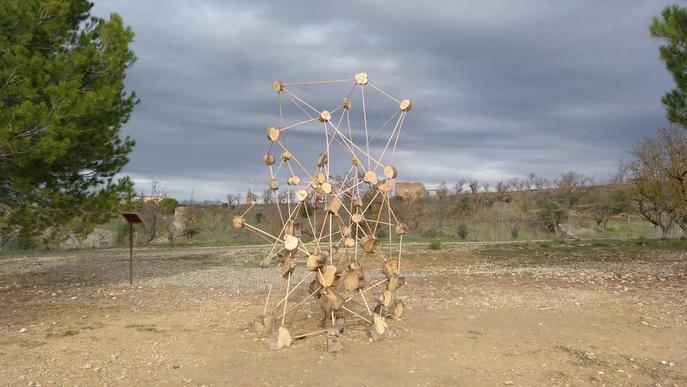 La Granadella recupera una de les escultures destrossades del mirador