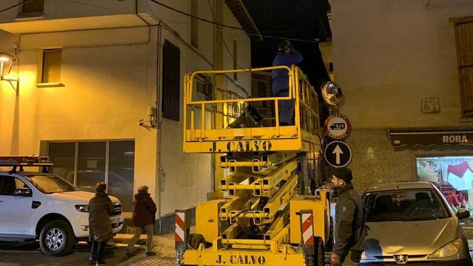 Bossòst soterra el cablatge elèctric per seguretat