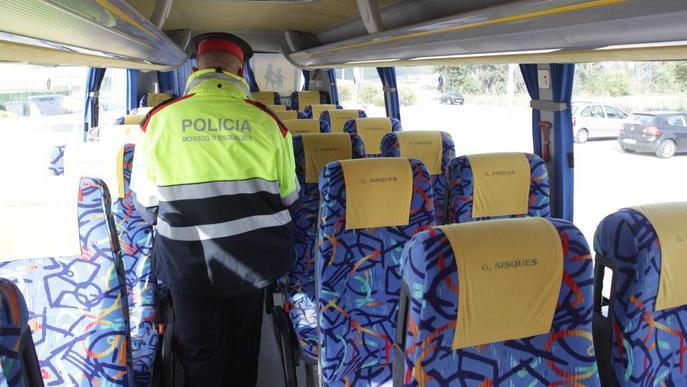 El síndic demana cinturons amb 3 punts de subjecció en el transport escolar