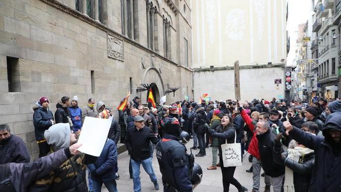 Antifeixistes i independentistes contra simpatitzants de Vox a Lleida