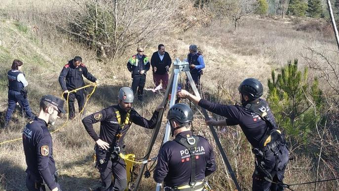 Inspeccionen un pou perillós a Coll de Nargó