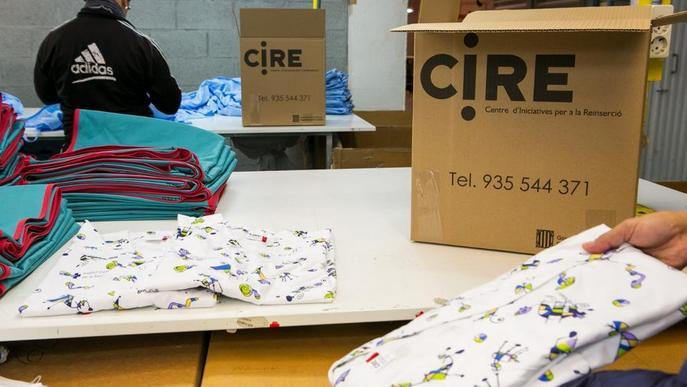 Les presons catalanes confeccionen uniformes per al personal sanitari