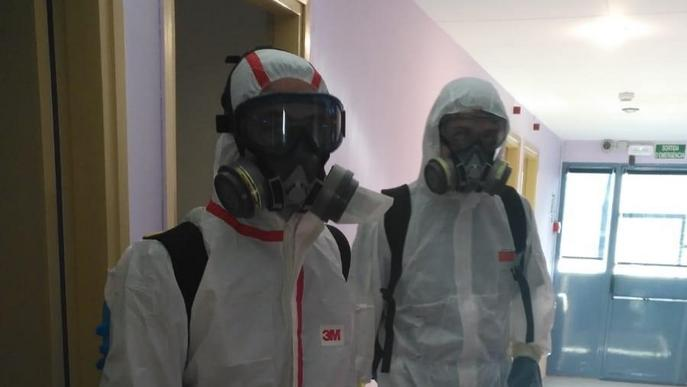 Desinfecten les dos residències de la Pobla