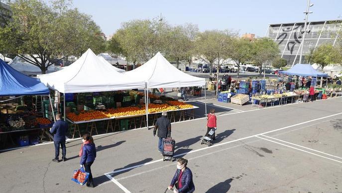 El mercat de fruita i verdura de Barris Nord torna aquest dissabte