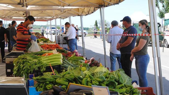 ⏯️ Fondarella reobre el seu mercat amb només un 10% dels paradistes