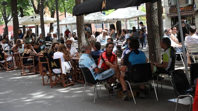 El bon temps omple les terrasses de Lleida ciutat